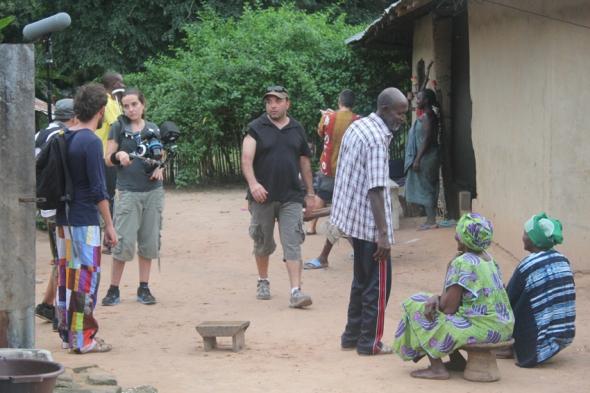 Una imagen robada durante el rodaje en el que todo, todo se debate. Foto: C.B.E.